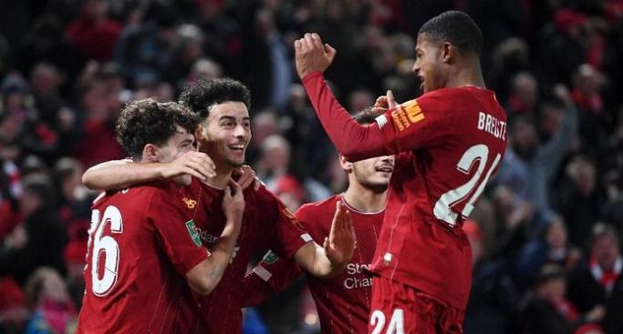Photo of Piala Liga atau Piala Dunia Antarklub? Liverpool Bisa Turunkan 2 Tim Berbeda